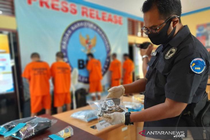 BNN tangkap kurir narkoba yang kuasai senpi di Jambi