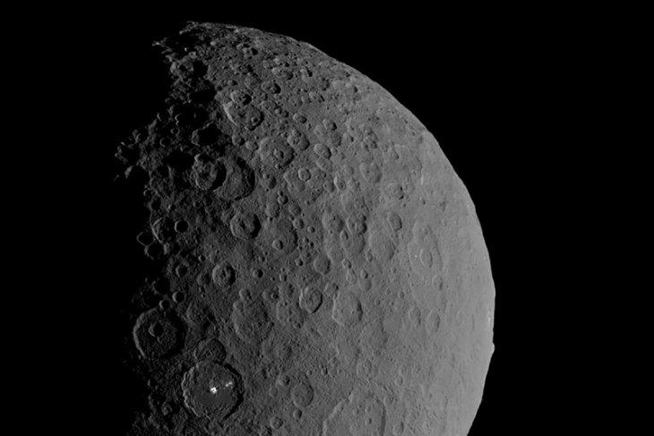 Peneliti temukan lautan dan sumber air bawah tanah di Ceres