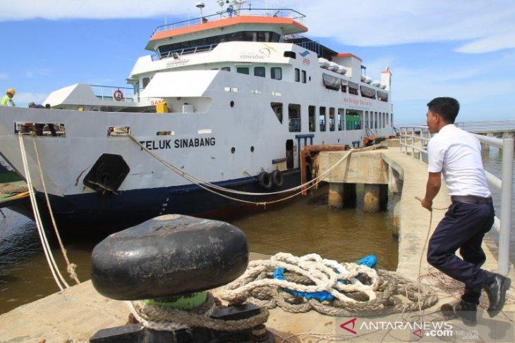 Rampdoor rusak, KMP Teluk Sinabang hentikan sementara pelayaran ke Meulaboh