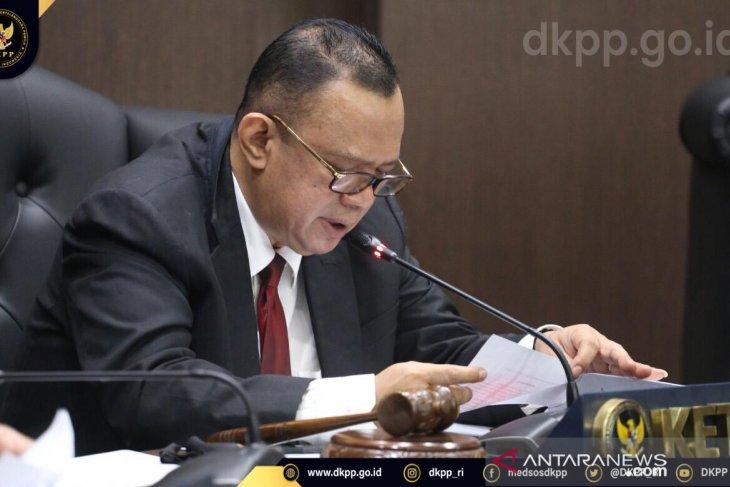 Dua Anggota KPU Sabu Raijua diberhentikan dari jabatannya