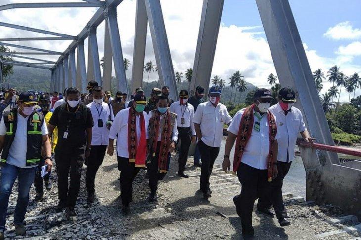 Gubernur Maluku Tinjau Pembangunan Jembatan Waikaka