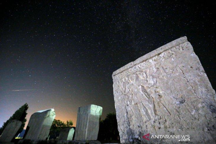 Saksikan hujan meteor dini hari di seluruh Indonesia