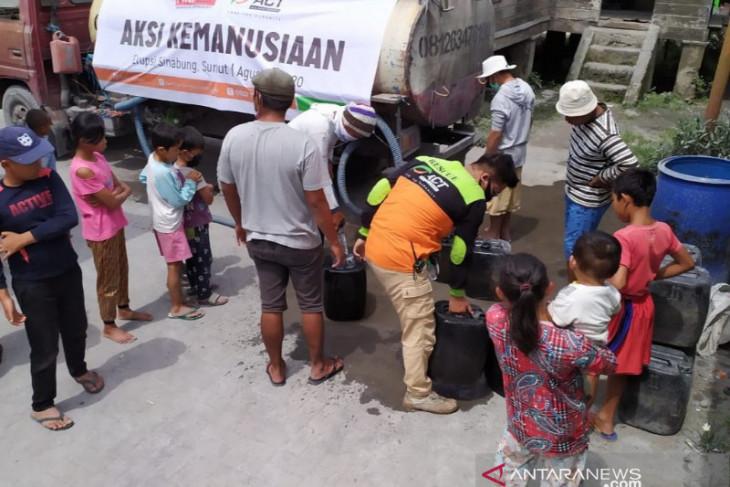 ACT Sumut salurkan air bersih untuk warga terdampak erupsi Gunung Sinabung