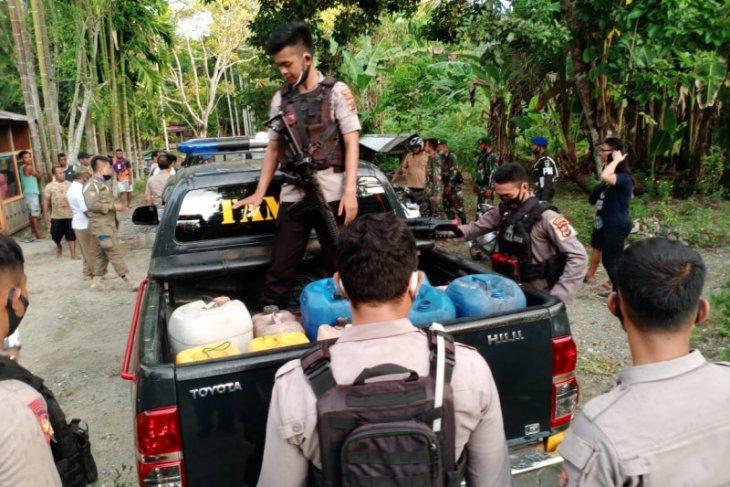 Papua police seize 1,000 liters of liquor in Nabire district