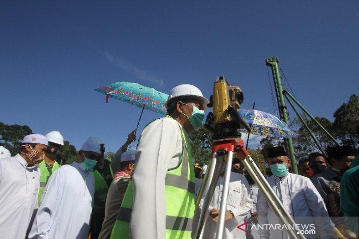 Gubernur Kalsel Ikut Tentukan Arah Kiblat Masjid Bambu
