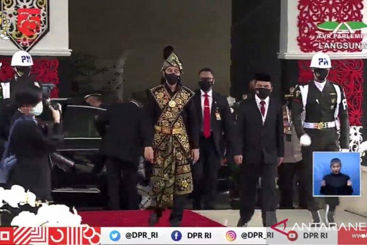 Berbaju adat Sabu, Presiden Jokowi tiba di Sidang Tahunan MPR