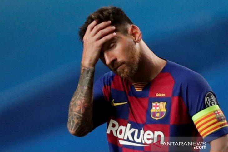 Manchester City dan United didesak tarik Messi dari Barcelona