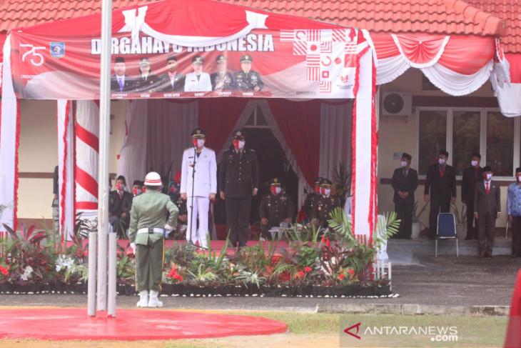 Bupati Bangka Barat pimpin Upacara Pengibaran Bendera