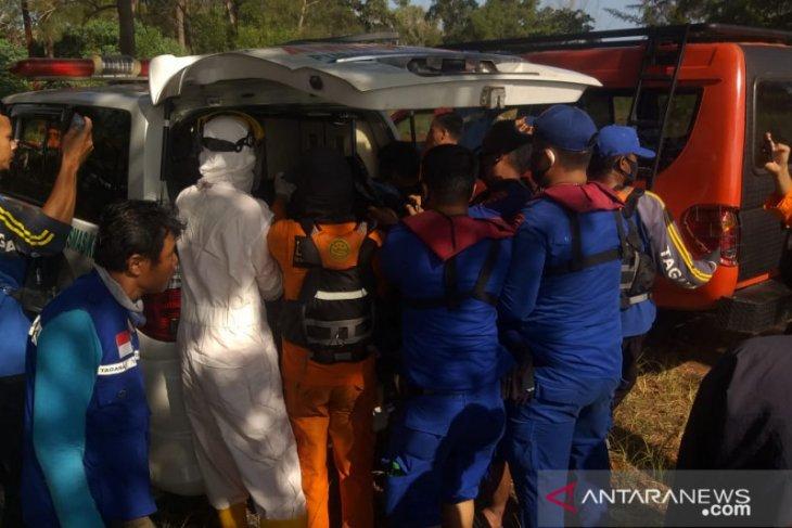 Berniat menolong keponakan yang terseret ombak, Sugiono malah tewas tenggelam