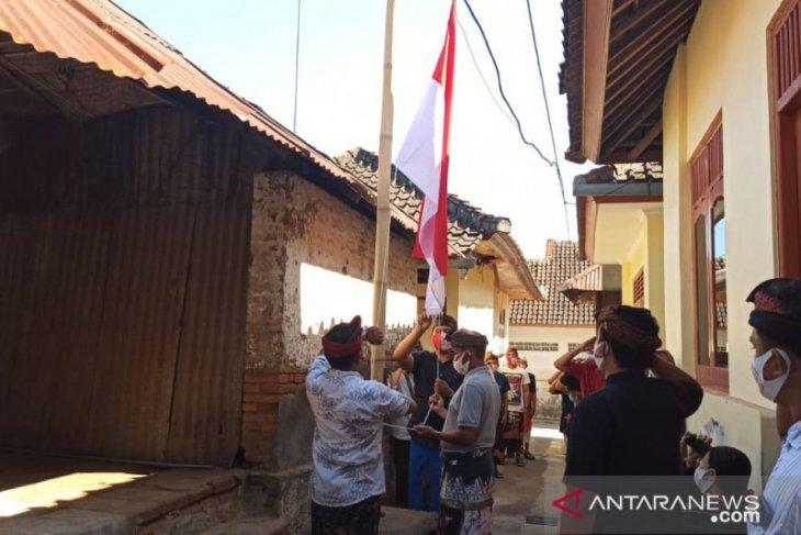 HUT ke-75 RI, Masyarakat  Desa Adat Buleleng kibarkan bendera di rumah ibunda Bung Karno