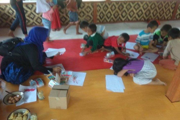 Puluhan anak warga Badui belajar di PAUD dengan tatap muka