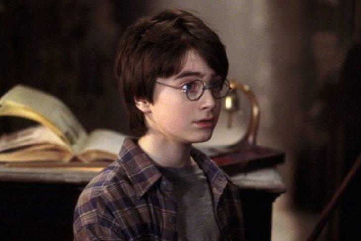 Kacamata di film Harry Potter dan fedora Indiana Jones akan dilelang
