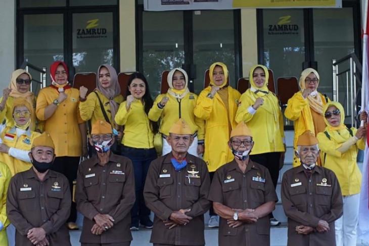 IIPG Kalbar-DPD Golkar Kota Pontianak bagikan bingkisan peringati HUT-RI