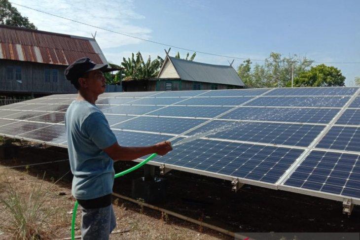 Listrik tenaga surya jadi pelita baru warga Pulau Saugi