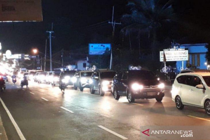 Jalur Puncak Bogor  dipadati kendaraan Jumat malam