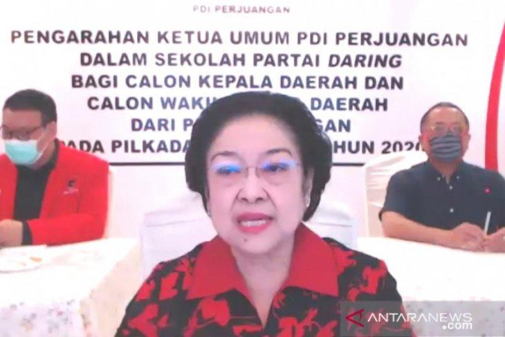 Megawati harapkan calon kepala daerah PDIP contoh Risma dan Azwar Anas
