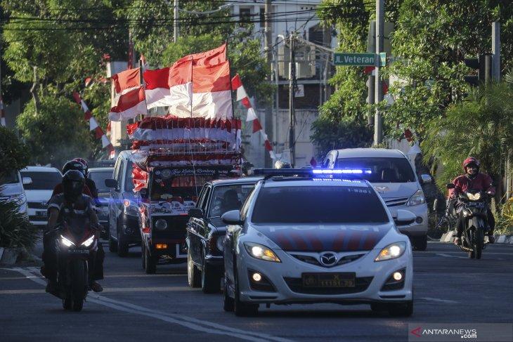 Mobil berbendera Merah Putih tiba di Surabaya