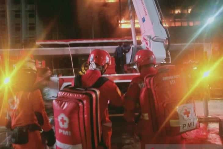 PMI kerahkan dua unit ambulans bantu penanganan kebakaran Gedung Kejagung