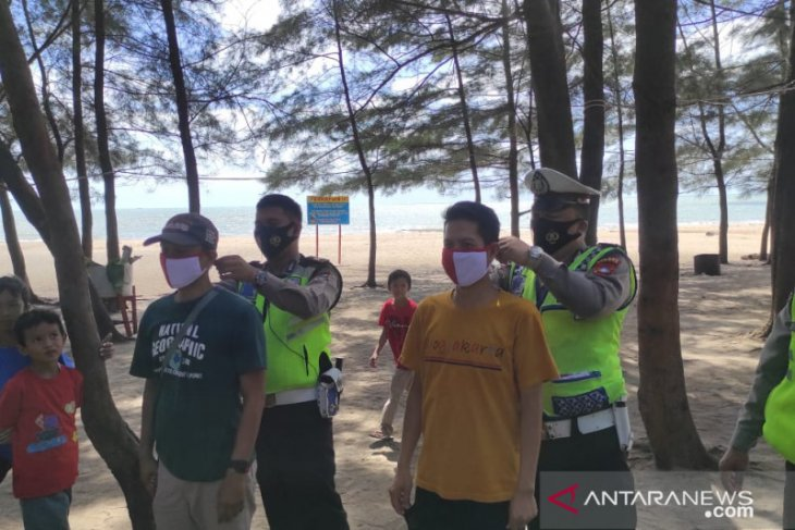 Satlantas Polres Bangka tingkatkan pengawasan protokol kesehatan pantai
