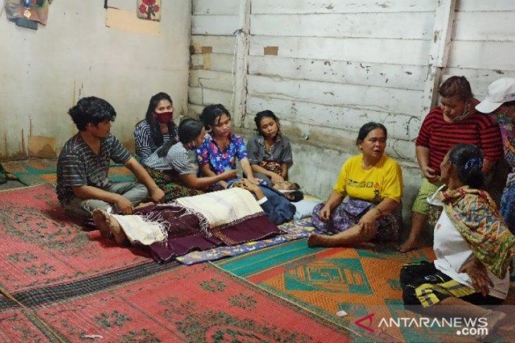 Usai berkelahi dengan anak kandungnya sendiri, Alkana Pangaribuan meninggal dunia