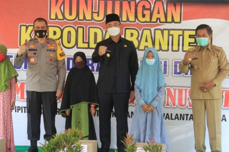 Wagub Banten Andika Hazrumy  sosialisasikan wajib masker di Kampung Tangguh Nusantara