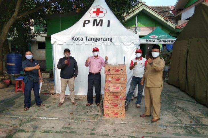 PMI Tangerang distribusikan pisang ke warga terdampak COVID-19