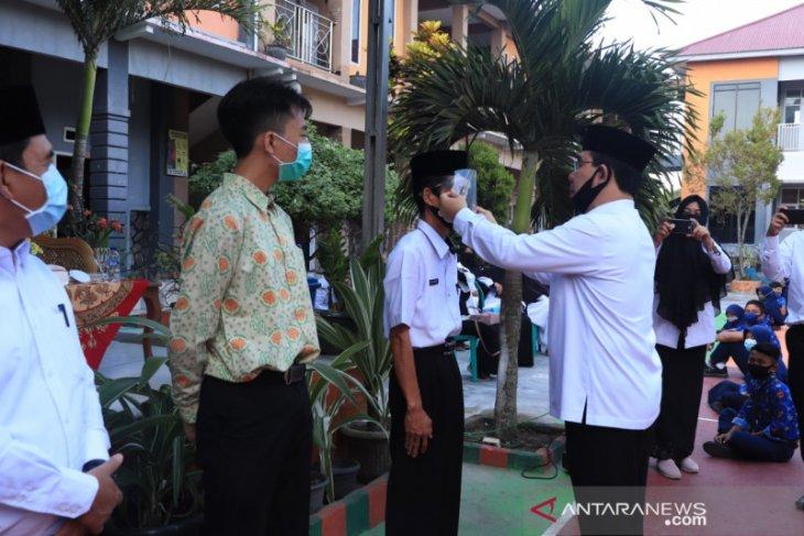 Pemkab Rejang Lebong bagikan masker untuk pelajar