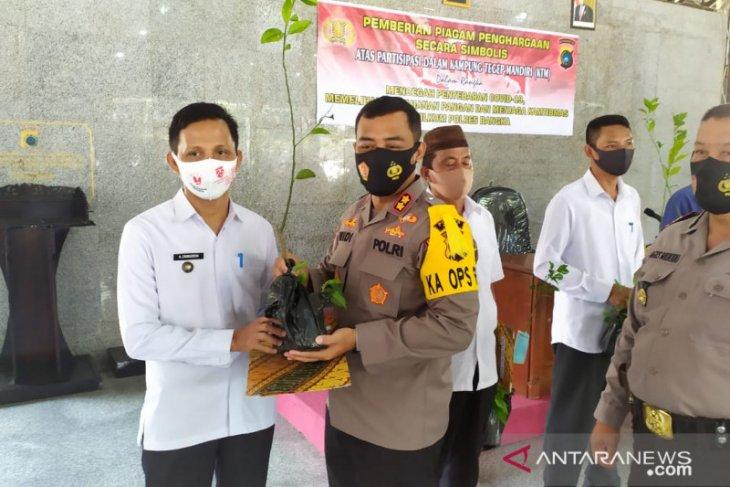 Polres Bangka bagikan 500 batang bibit cabai jawa