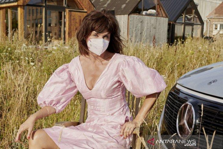 Mercedes-Benz berkolaborasi dengan supermodel Helena Christensen kenalkan koleksi masker