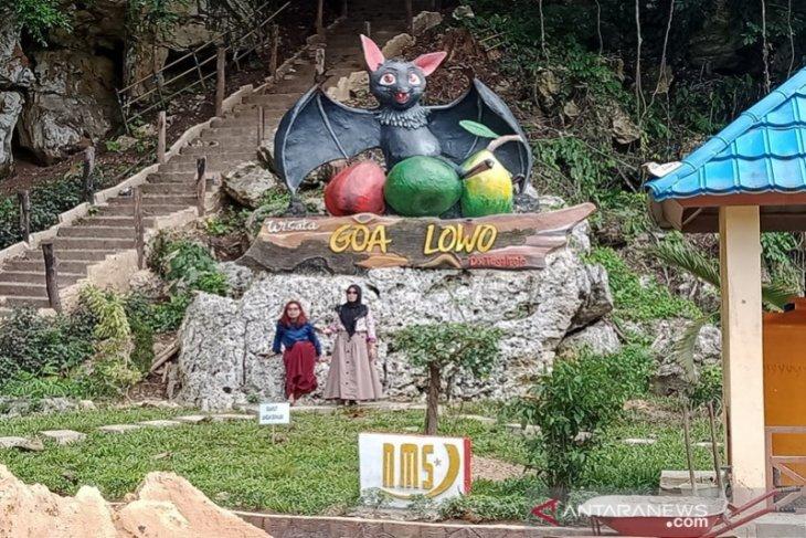 Indocement latih Pokdarwis jadikan Goa Lowo destinasi wisata