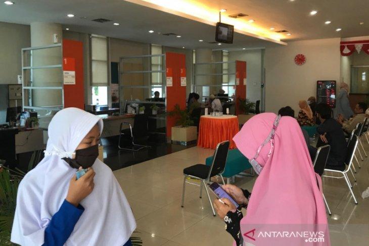 Warga Aceh ramai konversi rekening bank ke syariah