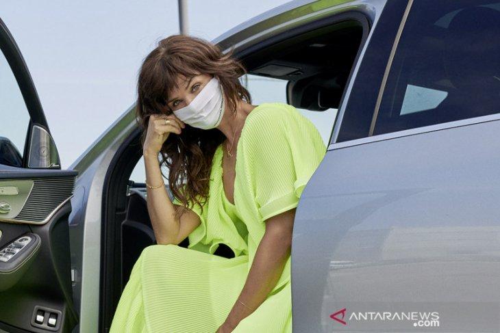 Kenalkan masker, Mercedes-Benz berkolaborasi dengan supermodel Helena Christensen