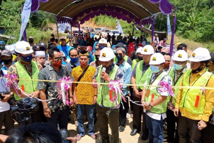 Sekda Paser  Katsul Wijaya resmikan Jembatan Sei Mului