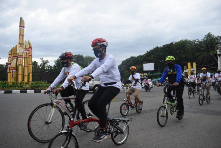 Edi Kamtono kampanye bersepeda ke tempat kerja