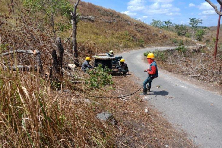 PLN alirkan listrik ke 20 desa terpencil di NTT