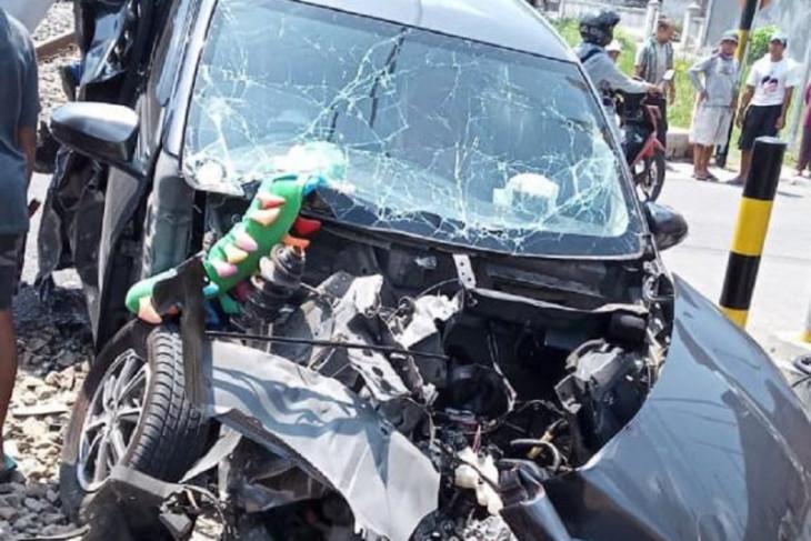 Mobil tertabrak kereta di Blitar, enam orang terluka
