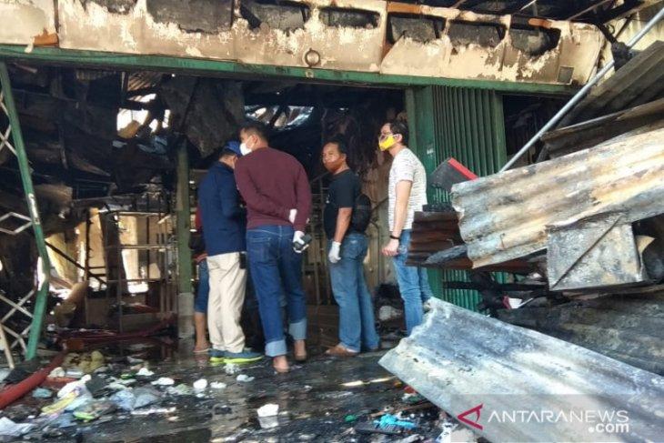 Lima orang tewas dalam kebakaran sebuah toko di Blauran Surabaya