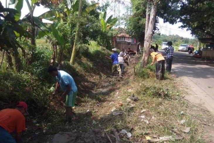 Warga Kabupaten Lebak mulai hadapi krisis air bersih akibat kemarau
