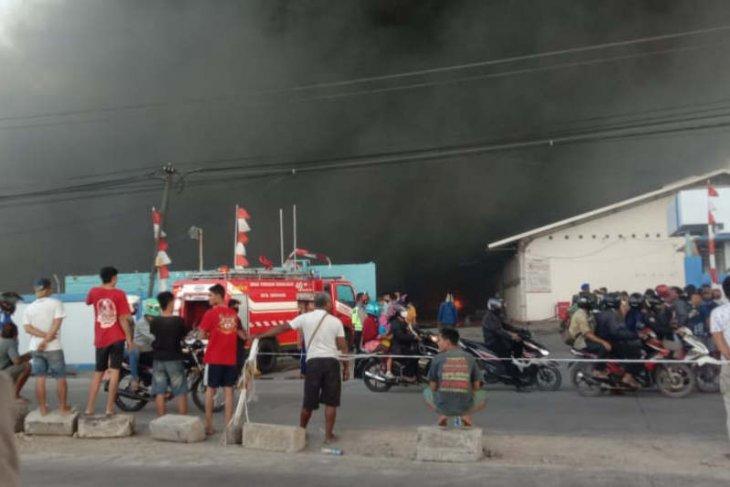 Pabrik Polytron terbakar