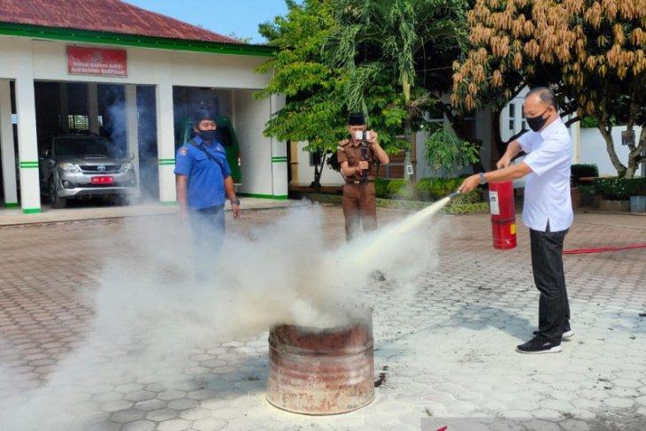 Kejari Mukomuko gelar simulasi antisipasi kebakaran kantor