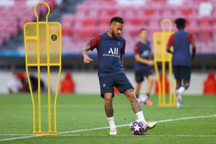 Neymar  kembali gabung latihan sejak diumumkan positif COVID-19