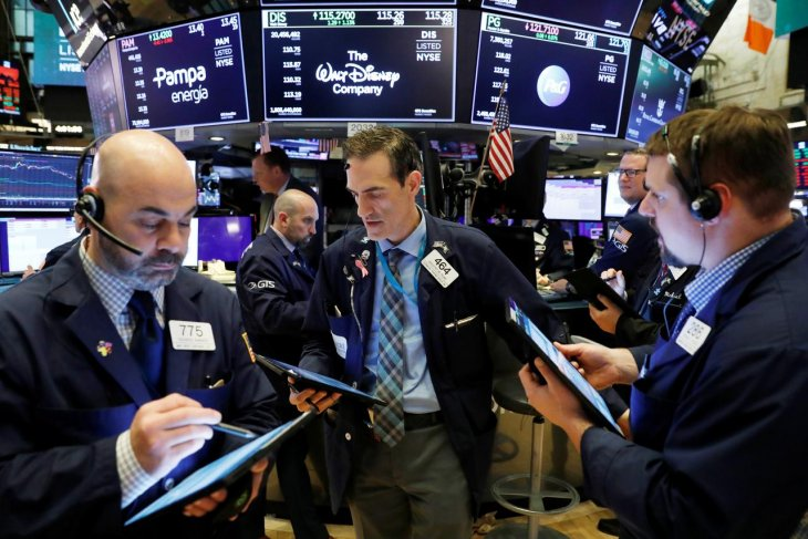 Wall Street ditutup menguat, Dow melonjak lebih 450 poin