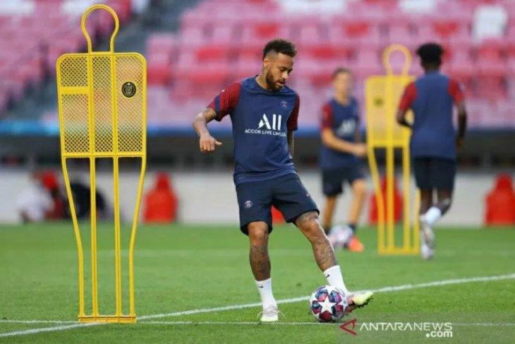 Neymar dikabarkan termasuk dalam tiga pemain PSG yang positif corona