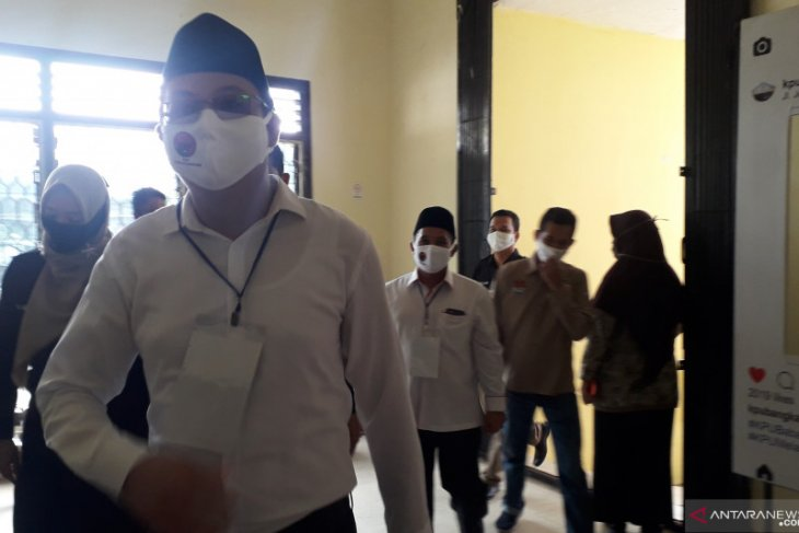 Markus-Badri serahkan berkas pencalonan peserta Pilkada Bangka Barat