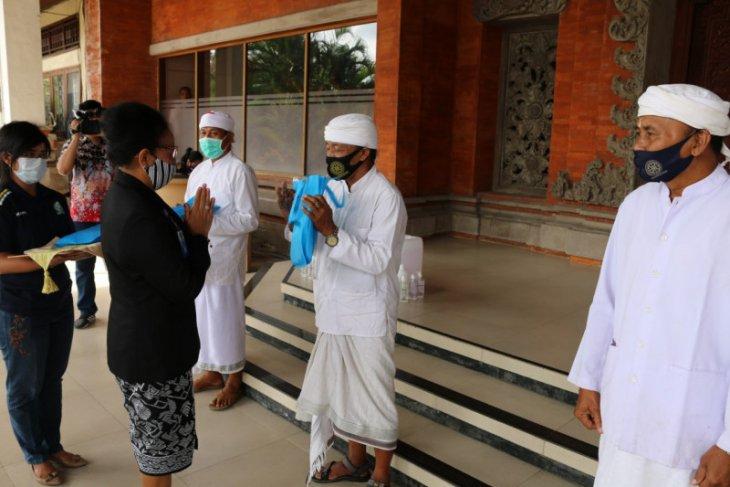 Unud produksi 2.550 hand sanitizer untuk dibagi ke desa-desa