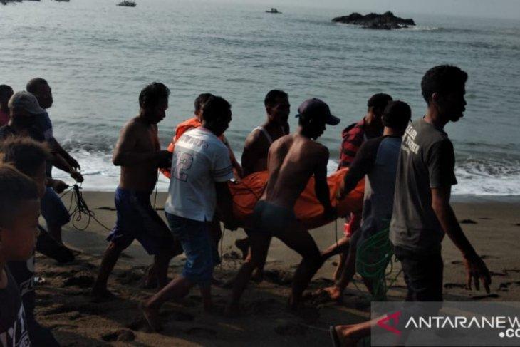 Nelayan hilang diterjang ombak di Sukabumi ditemukan telah meninggal