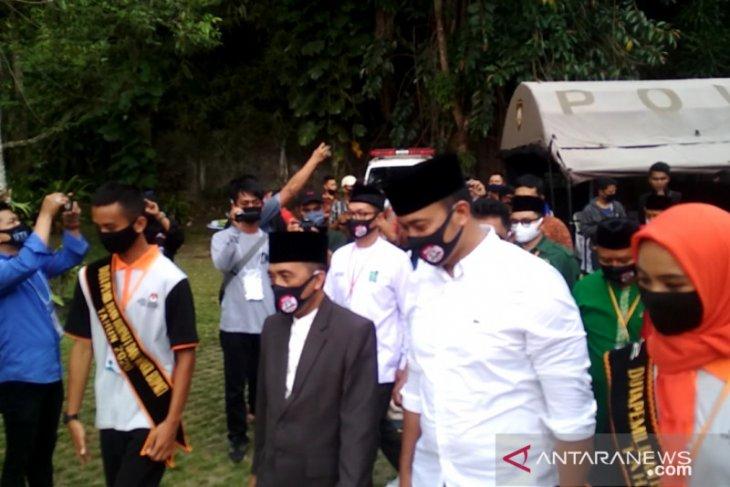 Pasangan Abu Bakar-Sirojudin jadi yang pertama daftar ke KPU Sukabumi (video)