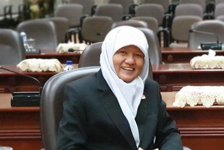 DPRD Surabaya dorong pemkot cairkan gaji 13 PNS