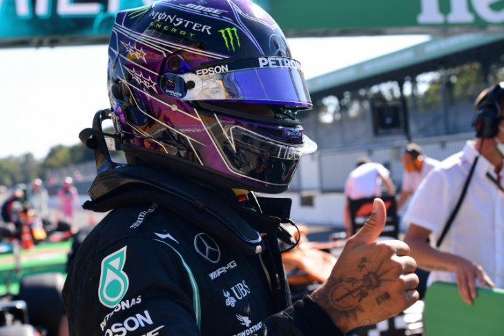 Hamilton  raih pole position GP Italia