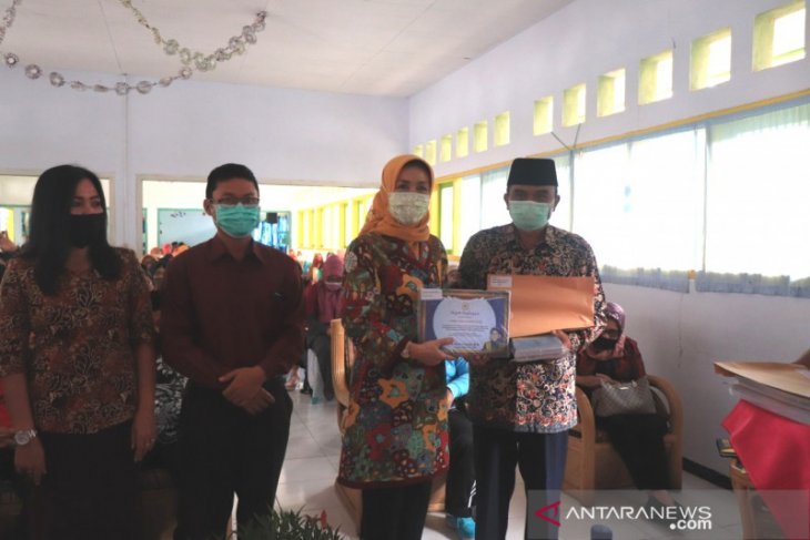 Ribuan pelajar Rejang Lebong terima beasiswa Program Indonesia Pintar
